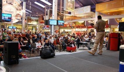 Reptilia Stagge Show Entertainment at a Mall