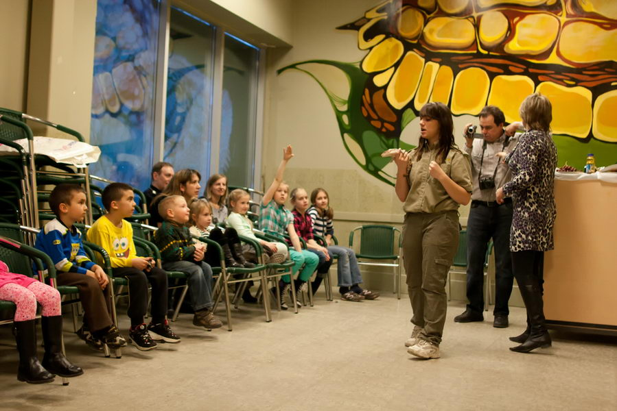 reptilia zookeeper teaching elementary school programs